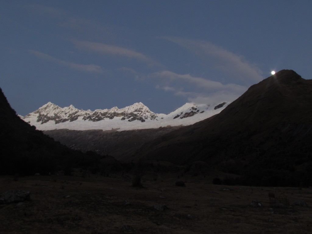 Hiking the Santa Cruz Trek (Huaraz) - setting moon