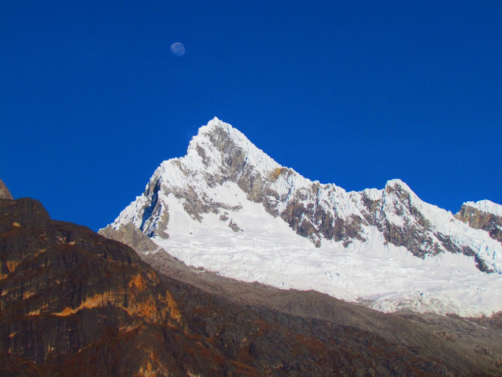 Hiking the Santa Cruz Trek (Huaraz) - second moon setting