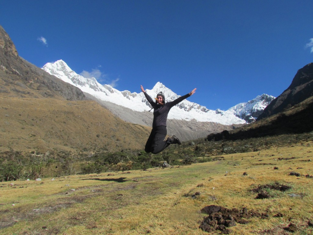 Hiking the Santa Cruz Trek (Huaraz) - jumping!