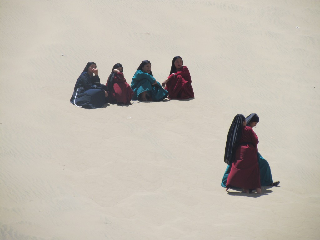 Sand boarding in Huacachina - Arab ladies
