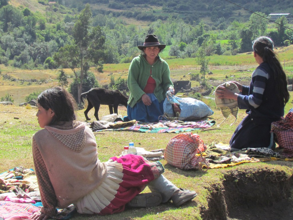 Hiking the Santa Cruz Trek (Huaraz) - hat sellers