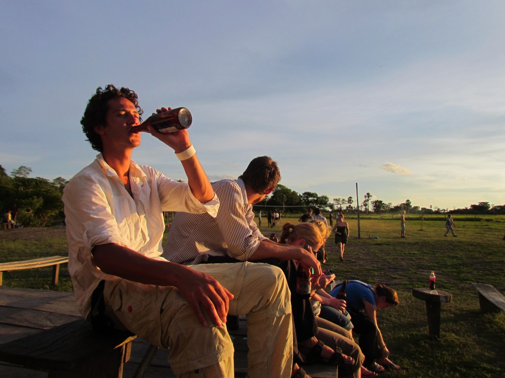 Rurrenebaque pampas tour - sunset beers