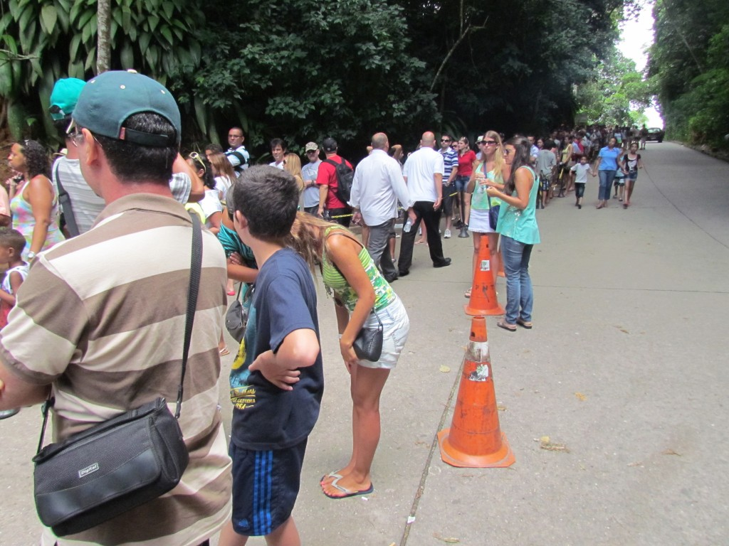 Visiting Christ the Redeemer - the queue