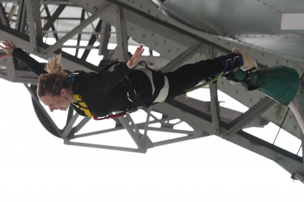Auckland Harbour Bridge Bungy - El flying