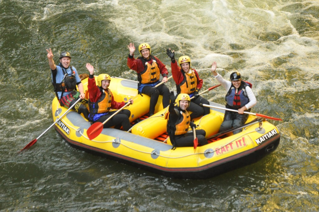 Rafting in New Zealand - Kaitiaki Adventures - Everybody wave