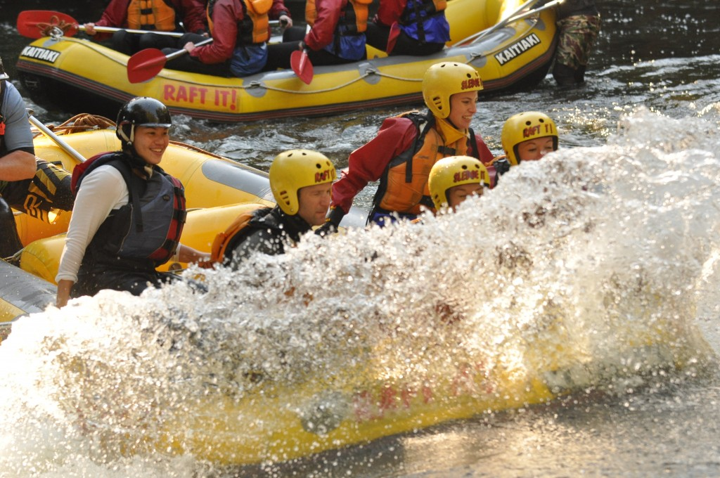 Rafting in New Zealand - Kaitiaki Adventures - Raft surfing