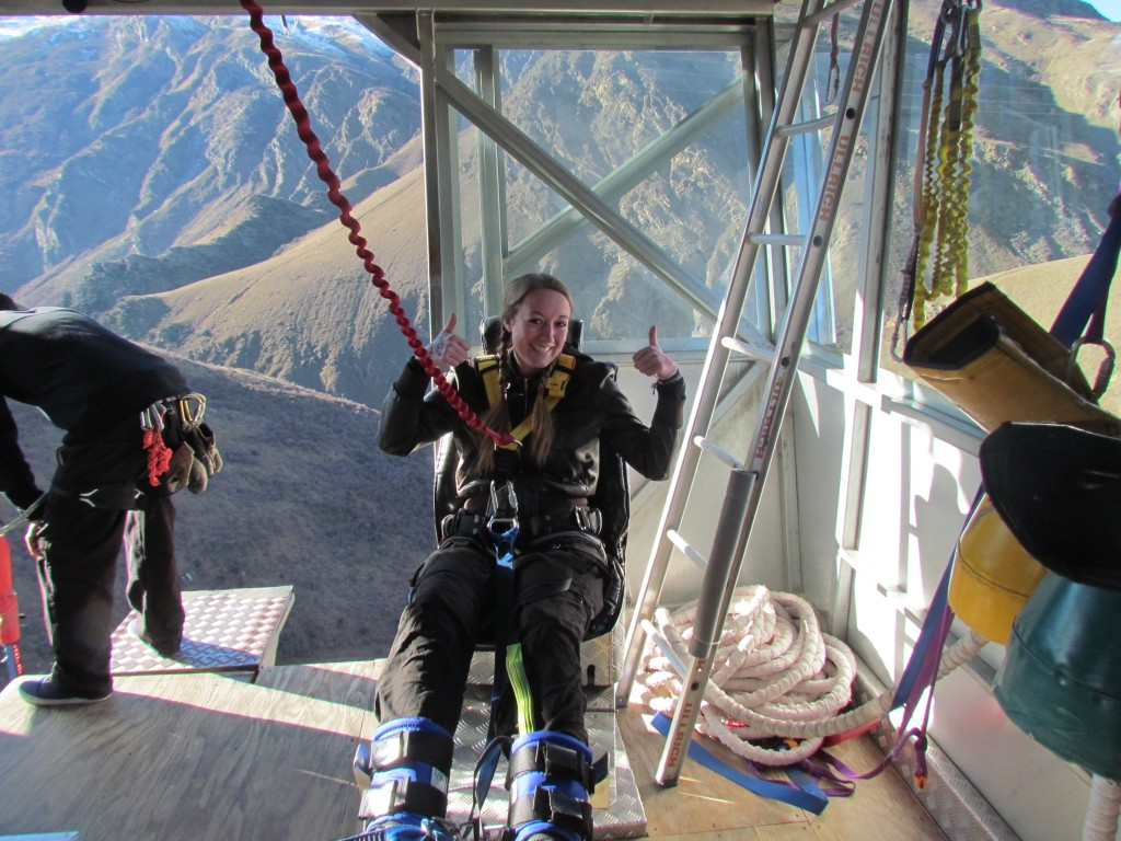 IHighest bungee in New Zealand - Nevis Bungee - Getting my feet tied
