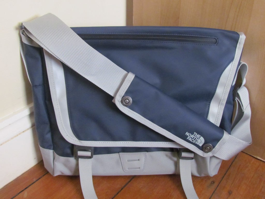 A North Face Base Camp Messenger Bag Review - the bag