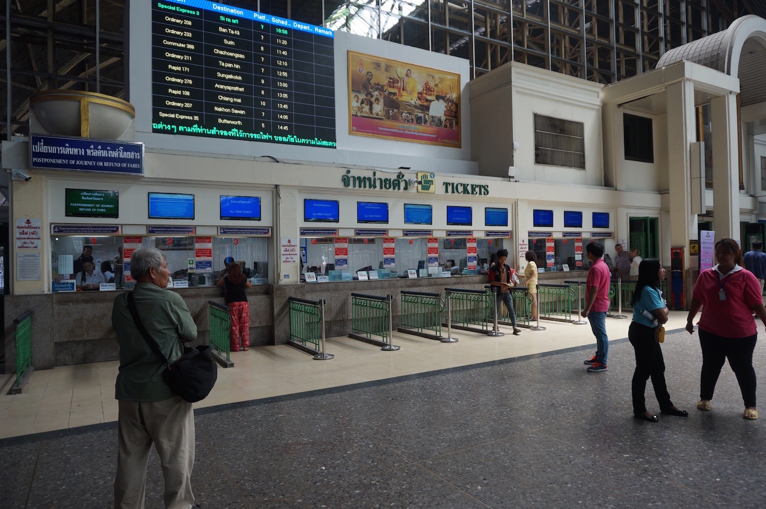 Taking the Train from Bangkok to Chiang Mai - Hua Lamphong Station