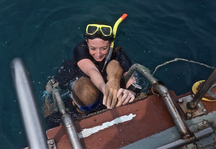 Rescue Diver Course - Bringing an Unconscious Swimmer onto the Boat