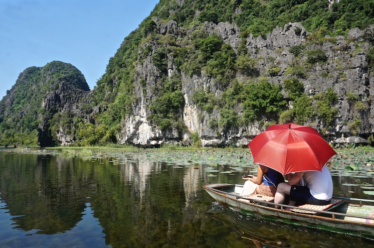 Day Tour to Tam Coc - Sun Umbrella
