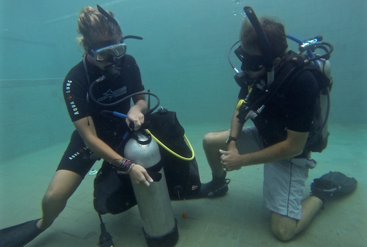 PADI Divemaster Course - Divemaster Training - Demonstrating Open Water Skills