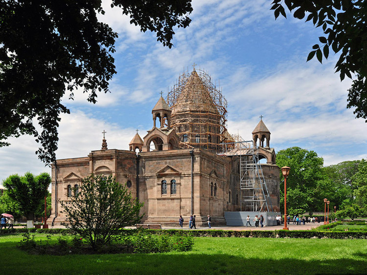 7 Interesting Facts About Armenia and Georgia - Echmiadzin Cathedral
